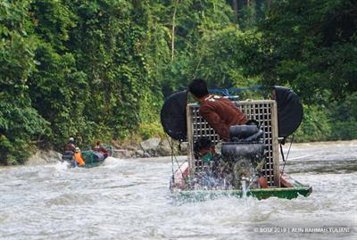 Bootsfahrt auf dem Telen-Fluss