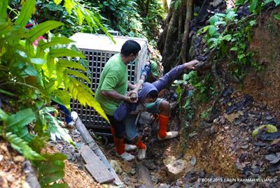 Orang-Utans kurz vor ihrer Freiheit - auf dem Weg nach Pelangsiran