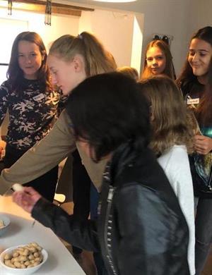 12 Schulkinder beim BOS Schweiz Zukunftstag