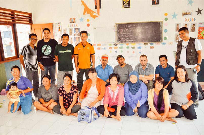 Gruppenbild in einer Schulgruppe in Indonesien